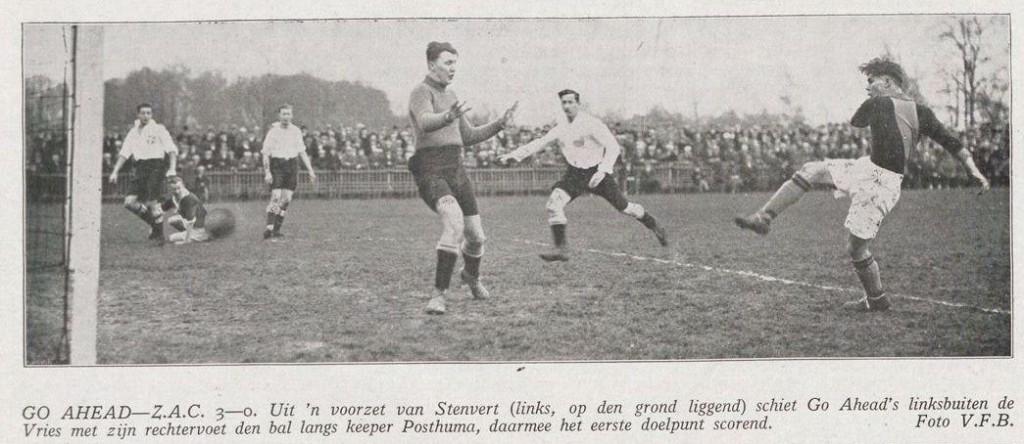 Stenvert in actie tijdens een wedstrijd tussen ZAC - Go-Ahead.