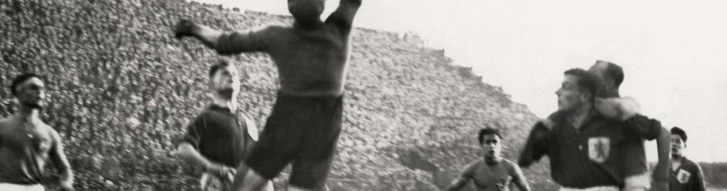 Leo Halle in actie in een stampvol San Siro Stadion te Milaan in 1928