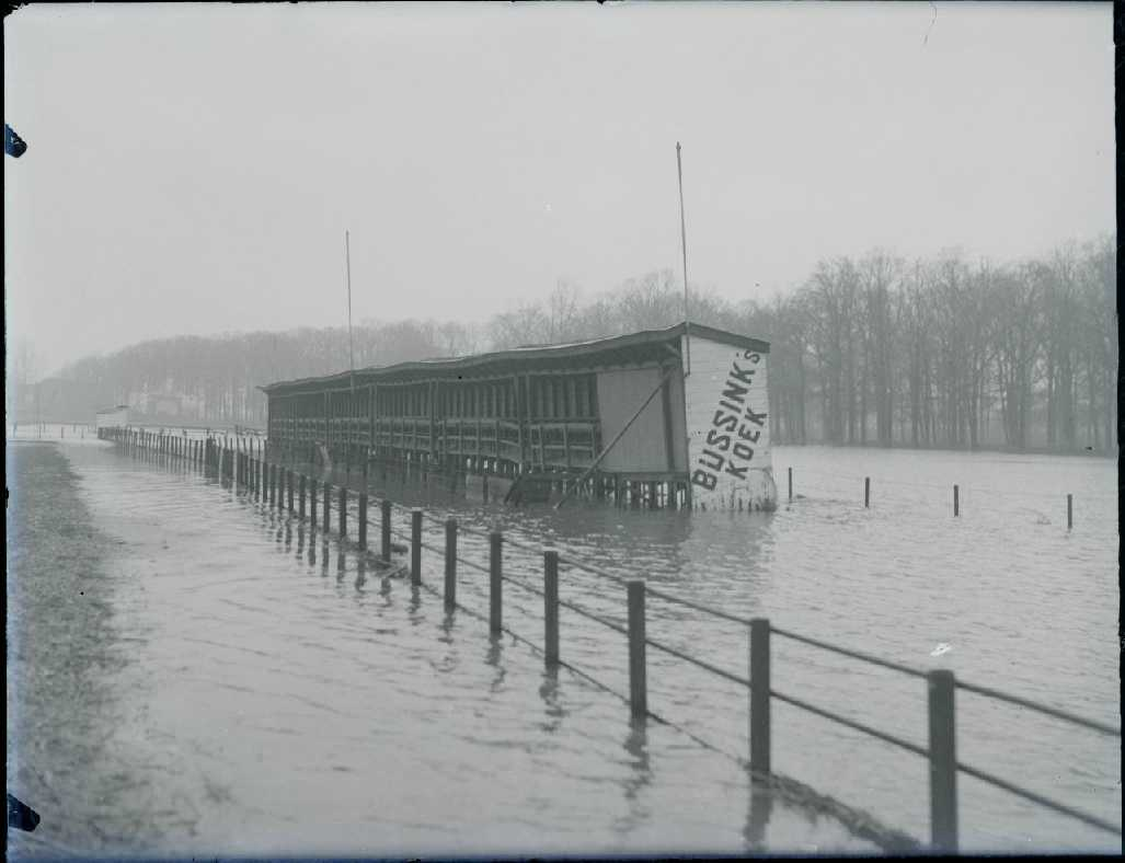 Overstroomde voetbalvelden Go Ahead / UD. (bron: Stadsarchief Deventer)
