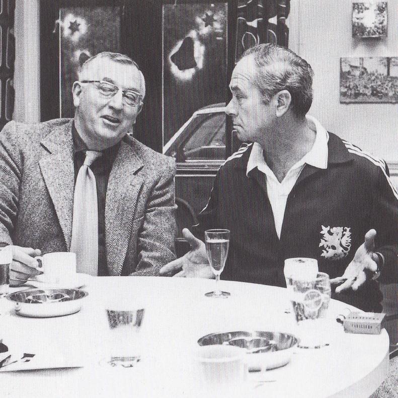 František Fadrhonc (rechts) begin jaren '70, tijdens zijn periode als bondscoach, samen met Willem Beltman. Tien jaar eerder stonden zij aan de basis van Go-Aheads succesjaren in de Eredivisie.