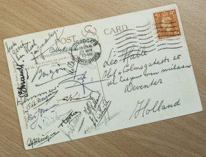 Een ansichtkaart verzonden door familievriend Kick Smit en het voltallige Nederlands Elftal aan Leo Halle.