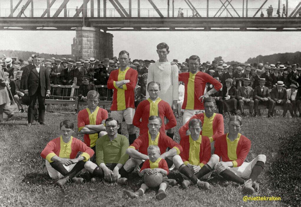Het elftal van Go-Ahead dat op 1 juni 1916 de landstitel aan Willem II moest laten door een 0-1 nederlaag.